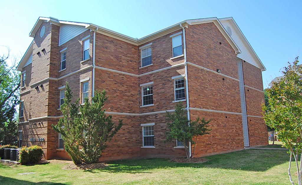 Police investigate student apartment break-in