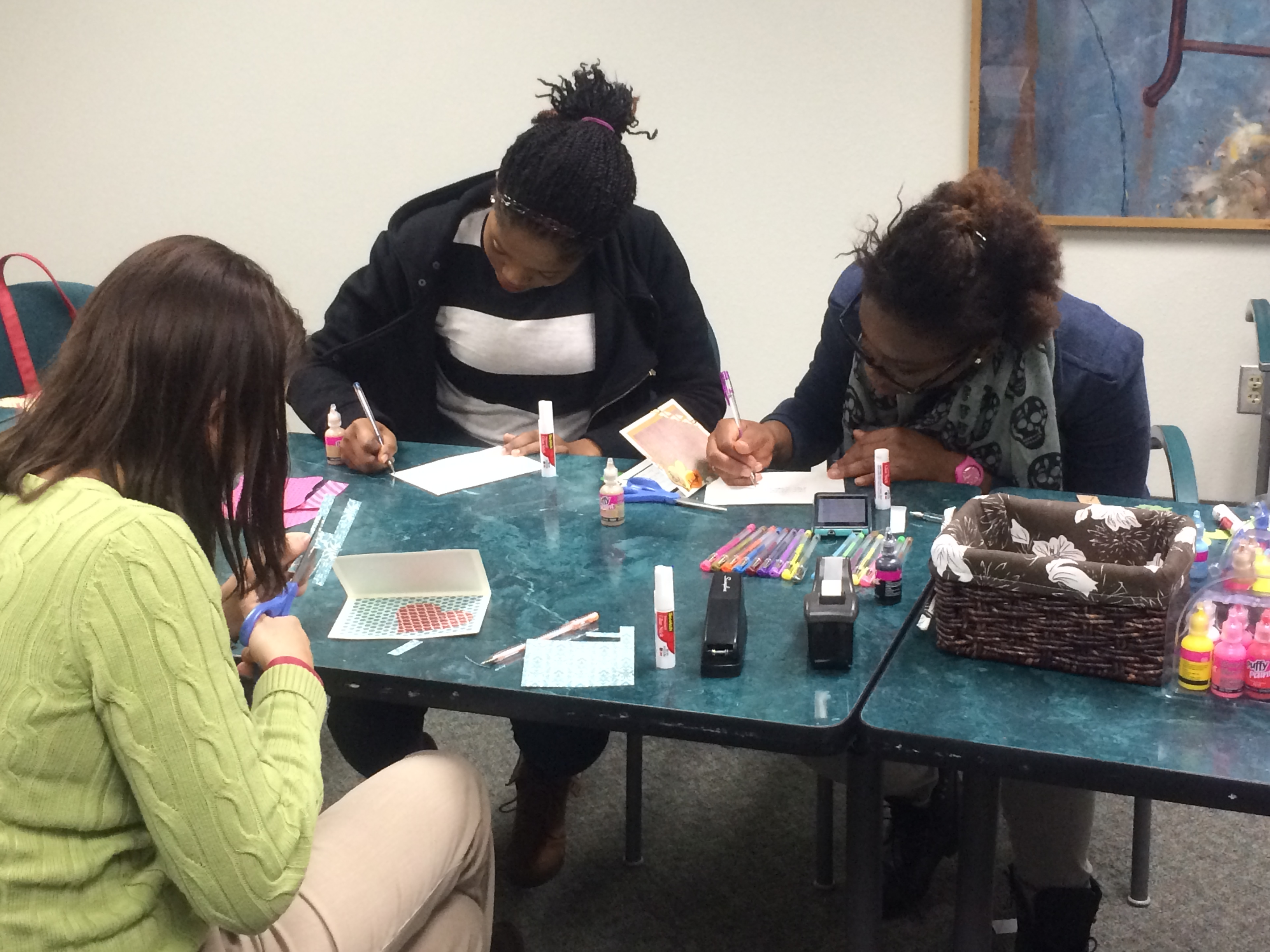 Counseling Center hosts 'World Kindness Day,' students make cards