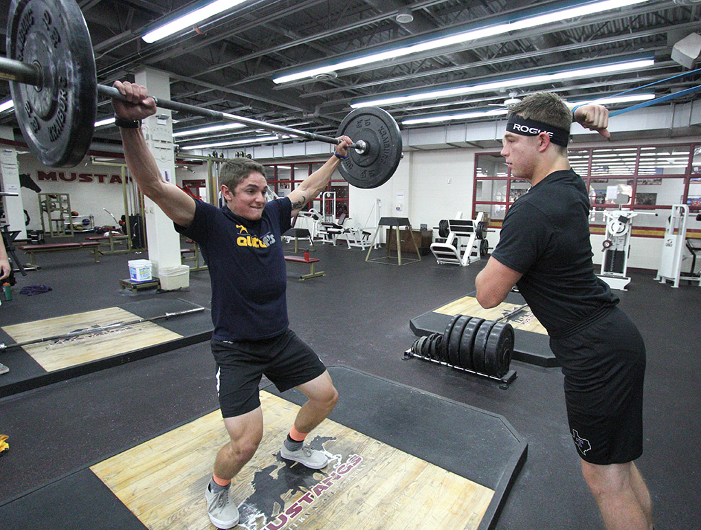 Powerlifting team raises the bar wichitan