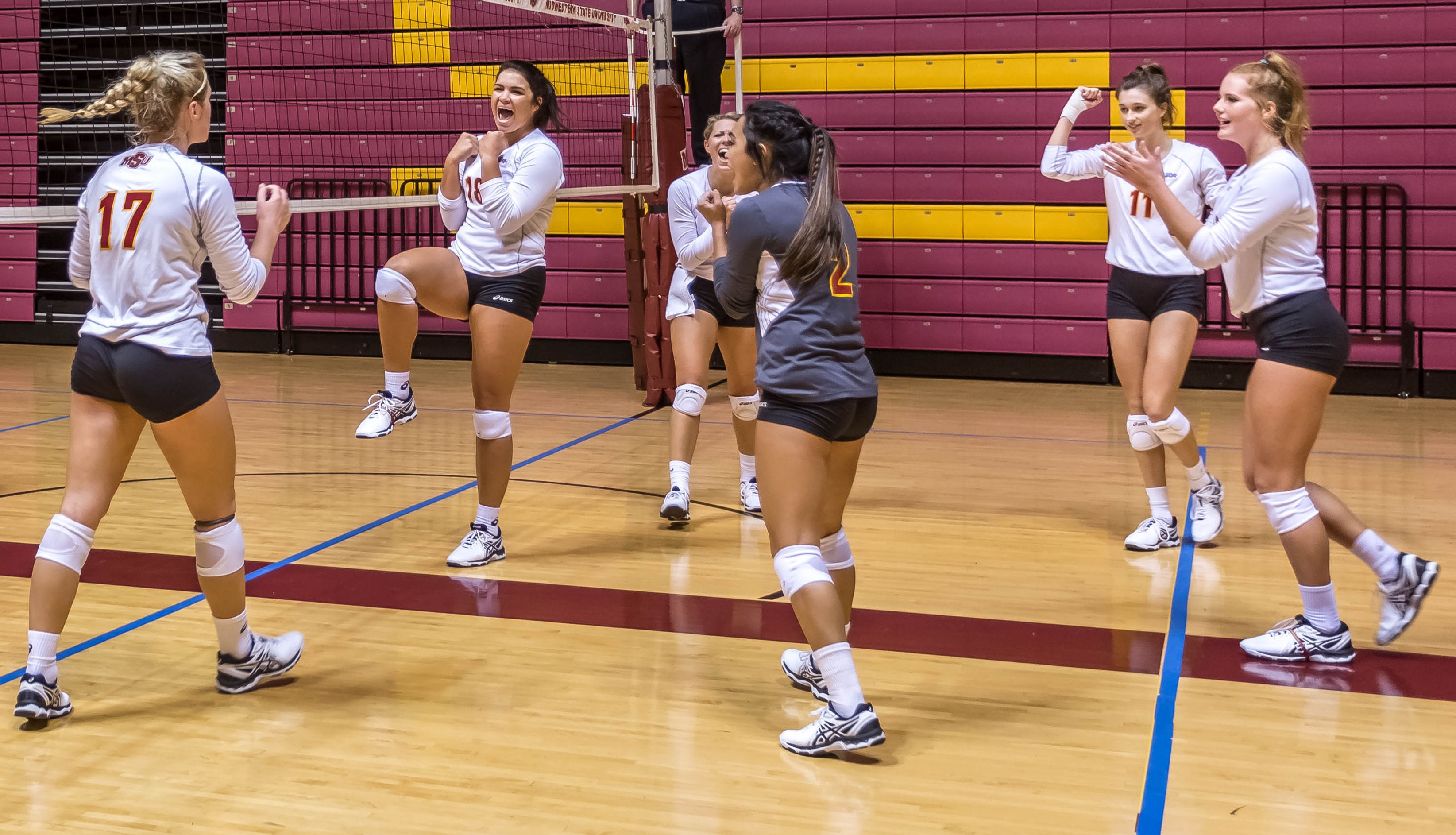 Volleyball team goes 2-0 in Friday's tournament