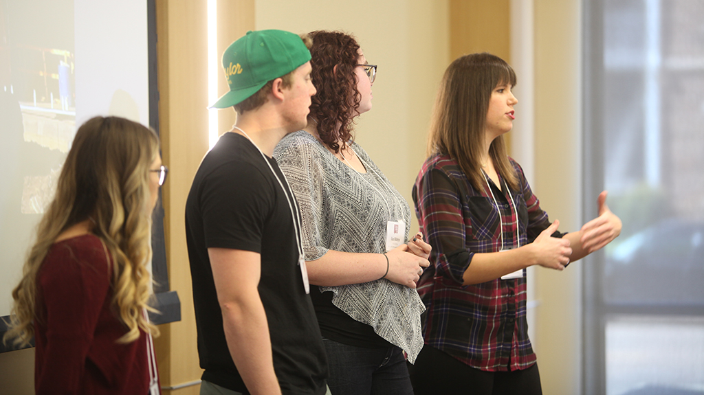 Students, others learn to engage with social media