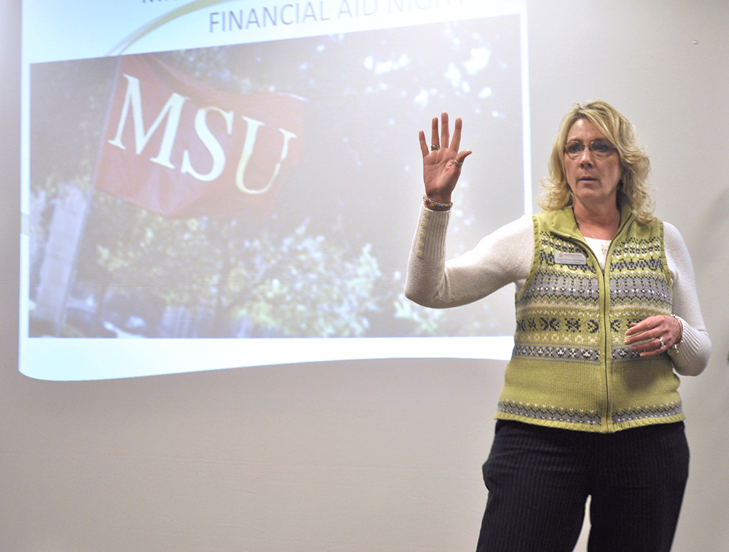 Financial aid informs incoming students, parents