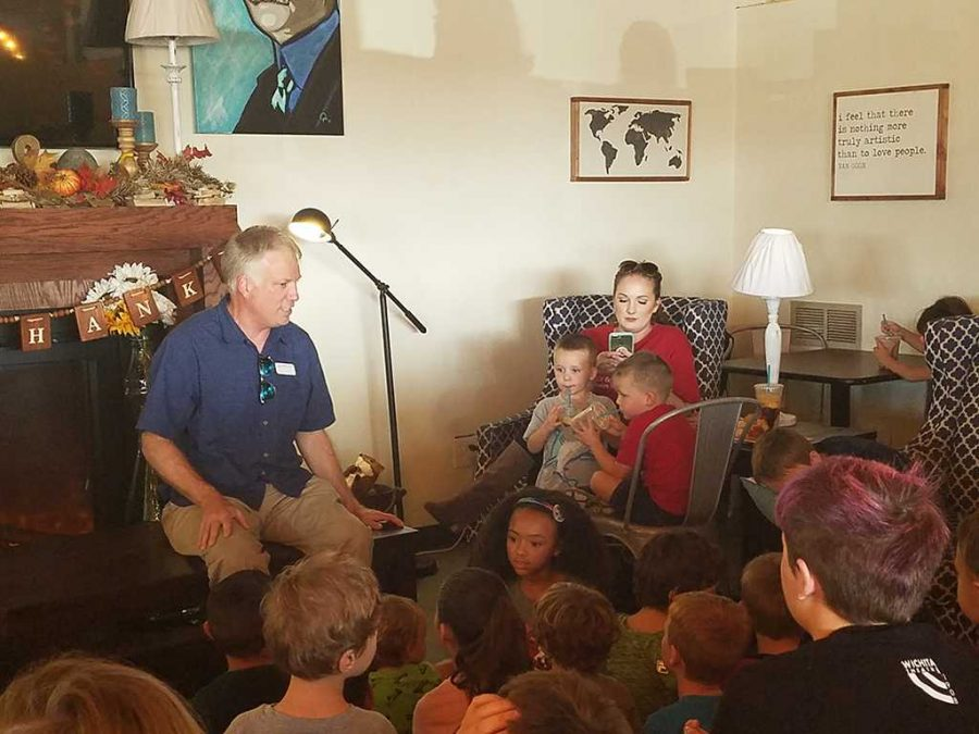 Jonathan+Price+talks+to+children+about+how+volcanic+rocks+are+formed+at+Science+Cafe+on+Sept.+14.+Photo+by+Brittany+Hill.