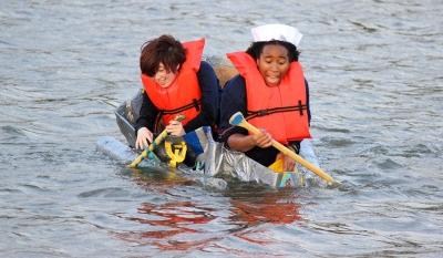 Nicole Smalls, theater sophomore, and Shae Dorsman, theater junior, freak out as they get closer to the shore and their boat begins to become submerged into Sikes Lake during the Homecoming Boat Race, Friday Oct. 20. Photo by Rachel Johnson