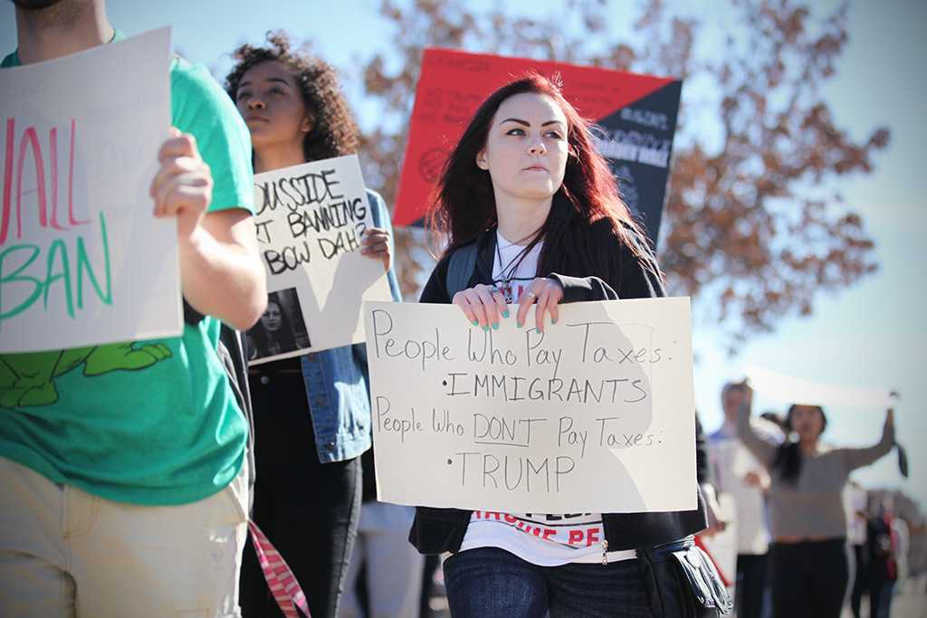 Kalli Root, english senior, at the rally against the immigration executive order, on Feb. 1st. Photo by Bridget Reilly