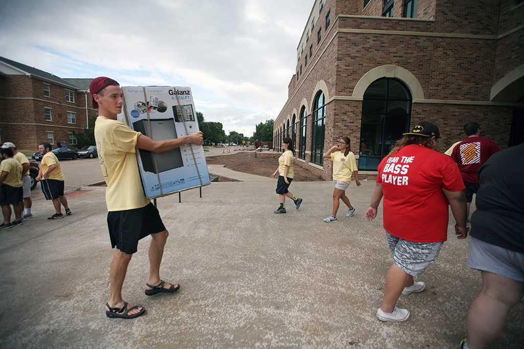 Mason Winkles, business administration sophomore, helps residents during Move-in for Legacy Hall at Midwestern State University, Aug. 20, 2016. Photo by Bradley Wilson