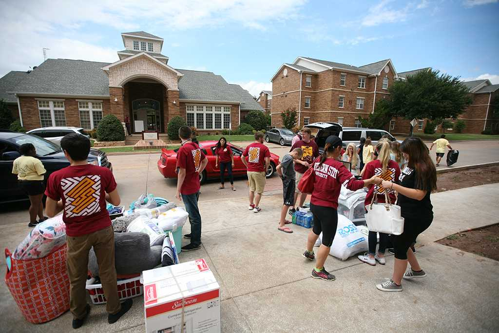 during Move-in for Legacy Hall at Midwestern State University, Aug. 20, 2016. Photo by Bradley Wilson