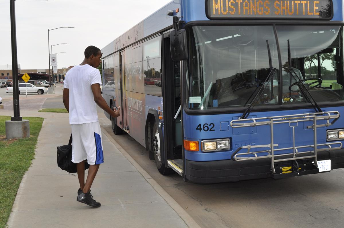 Campus introduces bus service