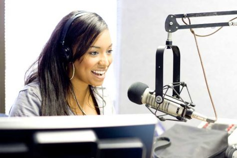 Jasmine Ellis at 92.9 NIN. Photo by Kaja Banas-Salsman