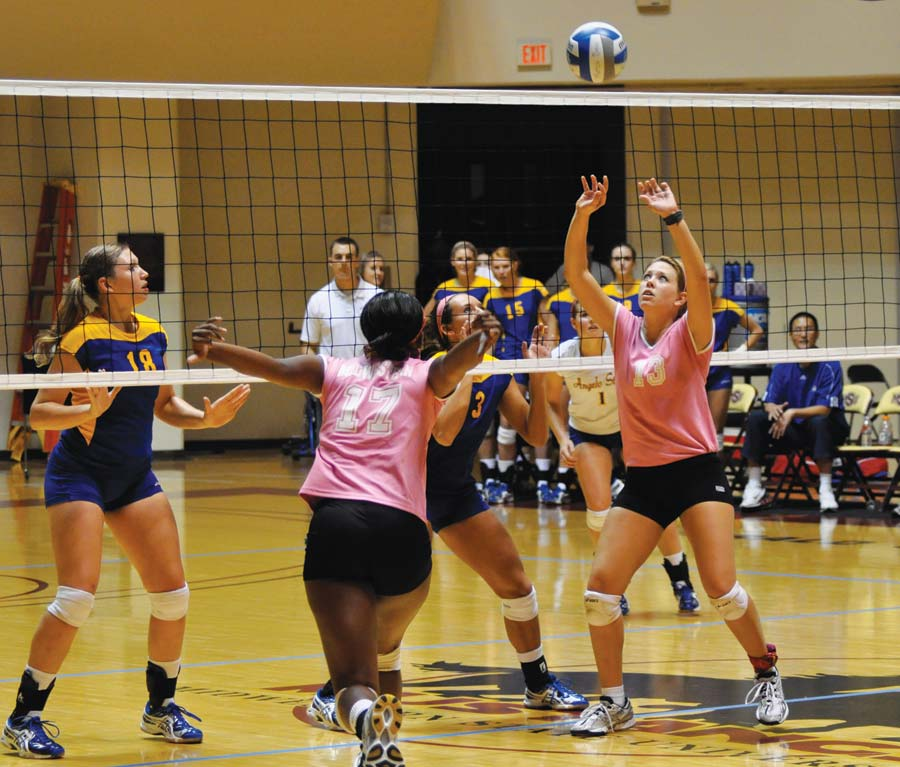 Volleyball beats ACU but falls to ASU