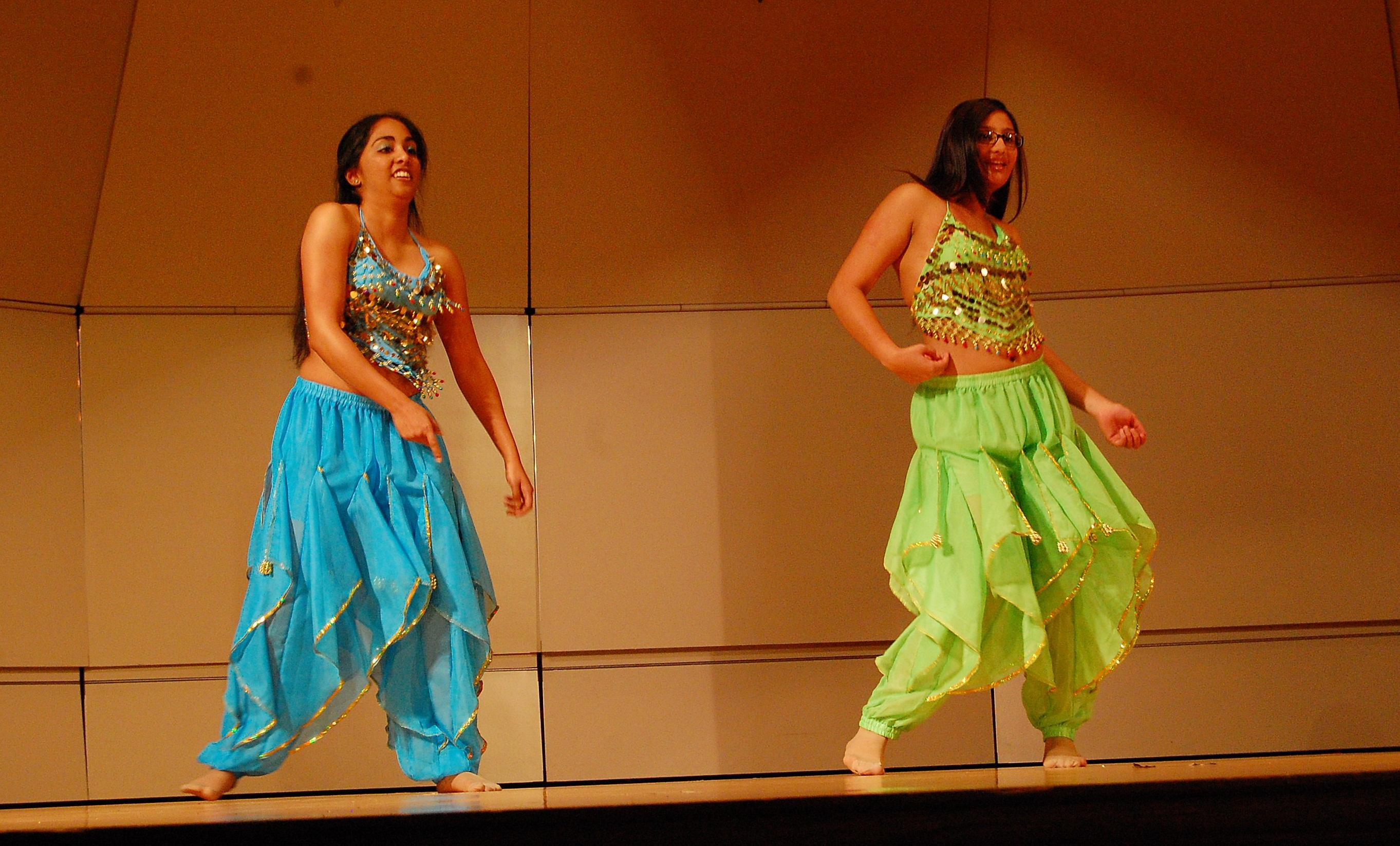 Hindu festival showcases dance, culture