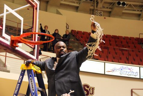 Men's basketball coach resigns