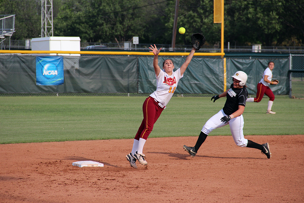 Softball sits at third place in the LSC