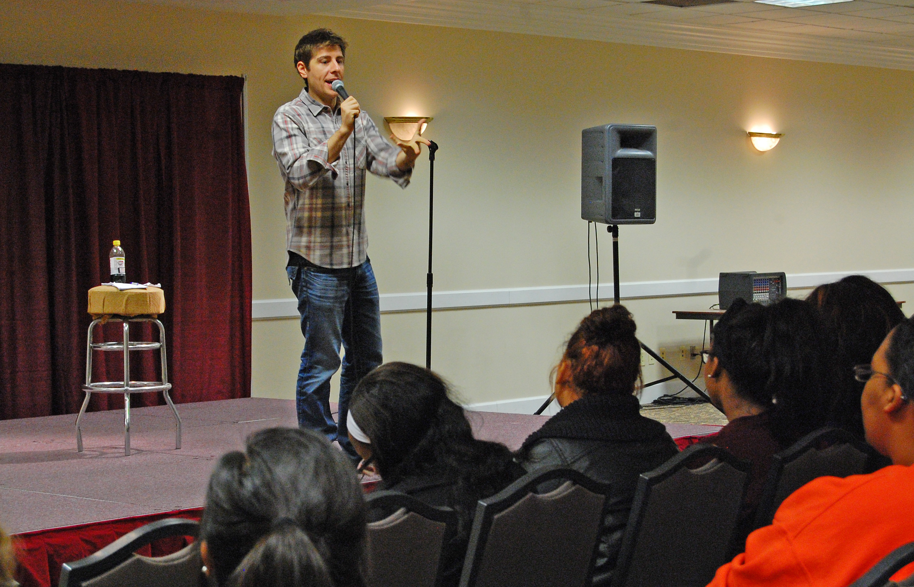 Comedian Ryan Reiss gets the laughs