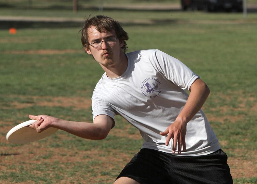 Seth Elliot, sophomore in computer science, at Utlimate practice Monday evening on the free play field. Photo by Lauren Roberts