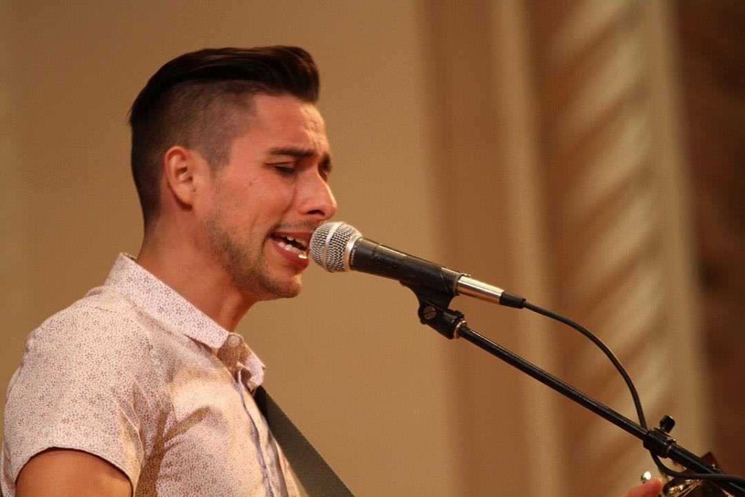 American Idol alum Jason Castro dazzles crowd of 300