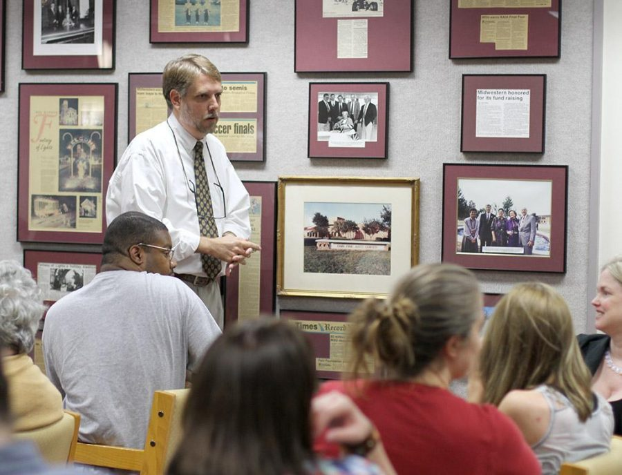 Todd Giles, assistant professor of English, answers questions after his lecture in 2014 over banned books on the second floor of Moffett library. Photo by Lauren Roberts