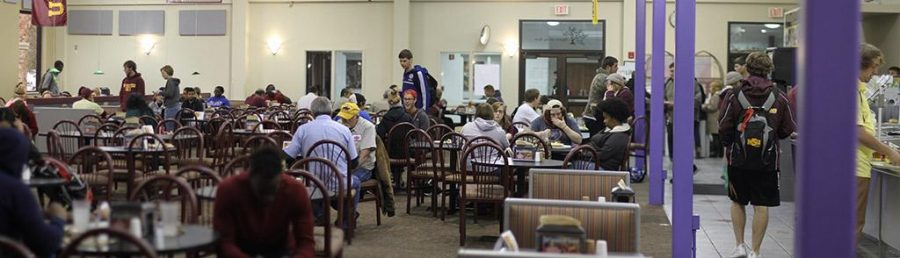 Students and staff have lunch in Mesquite Café between the 11 a.m. and 1 p.m. lunch rush Tuesday. Photo by Lauren Roberts