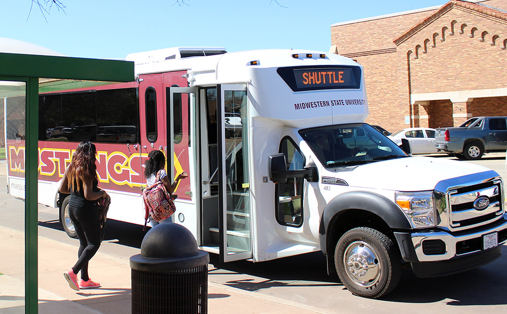 Student government approves weekend shuttle service