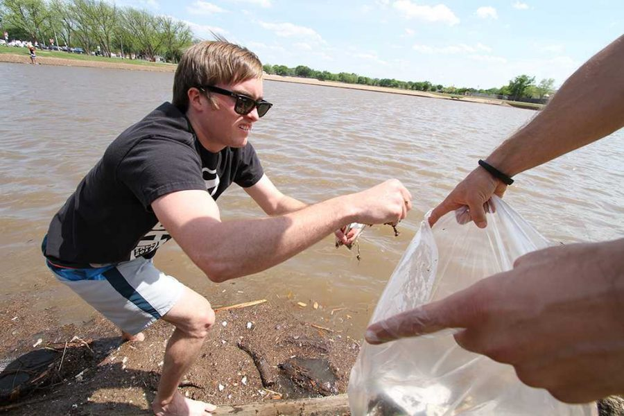 2014 FILE PHOTO Dillon Thompson, senior in accounting, cleans Sikes Lake with his Sigma Alpha Epsilon brothers April 23, 2014. Photo by Lauren Roberts
