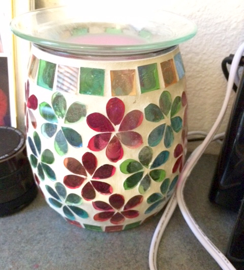 Scentsy Candle burns perfectly pomegranate in a Killingsworth dorm. Photo by Hannah Dean