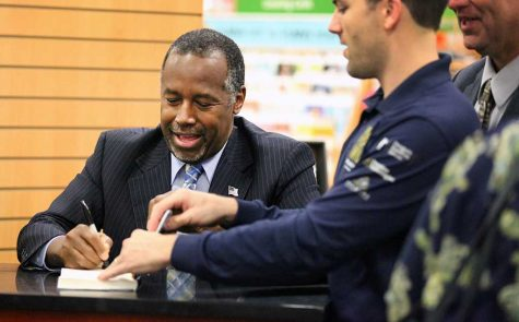 Republican presidential candidate Ben Carson traveled to Wichita Falls for a book signing on Oct. 20. Photo by Gabriella Solis.