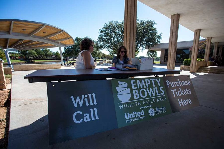 Alumni Amber Reed and Dana Viavattene at the empty bowls charity event on Oct. 11. Photo by Izziel Latour