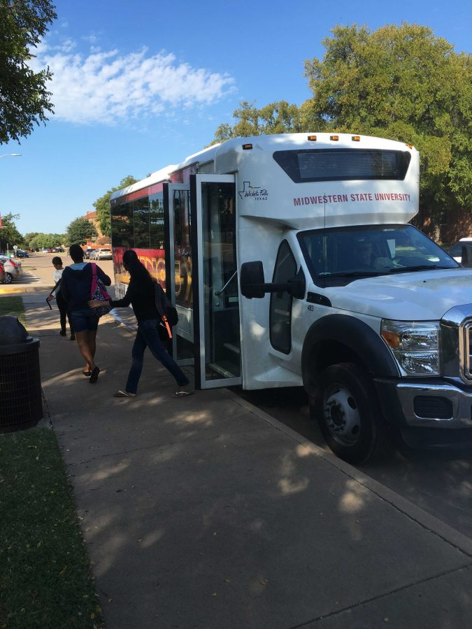 Students exiting campus shuttle