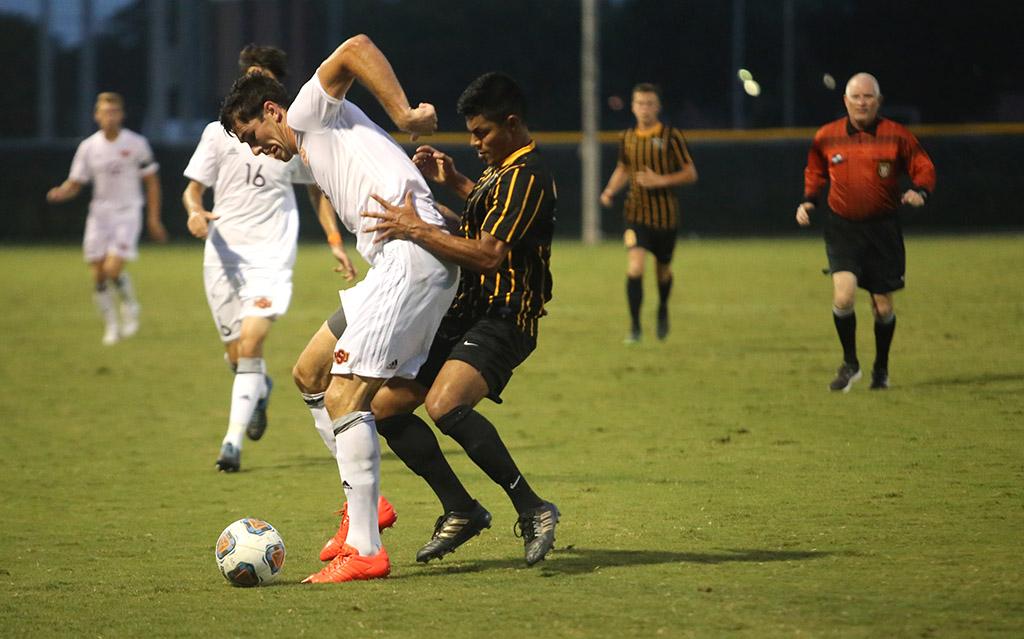 Men's soccer wins 2-1
