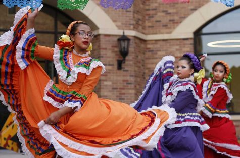 Zavala International Dancers entertains MSU students while they enjoy their traditional tacos. photo by Shea James