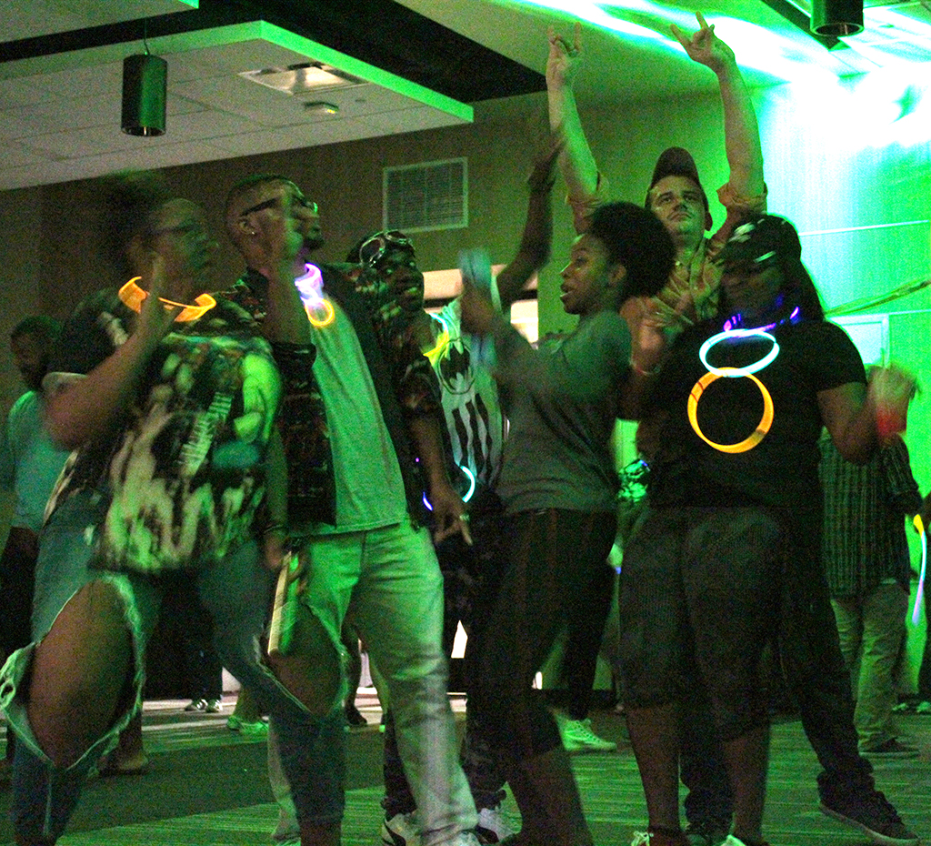 Students let loose at homecoming dance Oct. 18