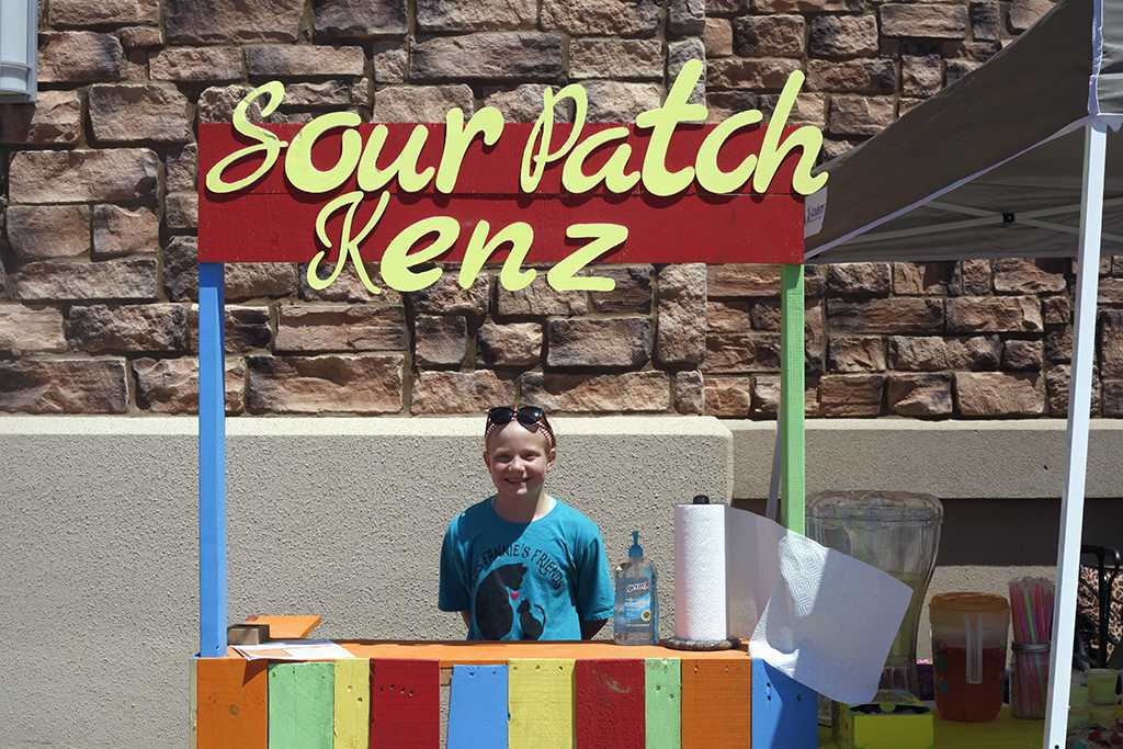 Entrepreneur%2C+Makenzie+Nicholson+poses+with+a+joyful+smile+in+front+of+her+%27Sour+patch%27+lemonade+stand+on+Saturday%2C+May+5%2C+2018.