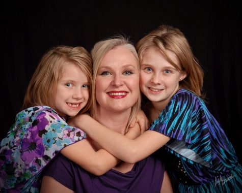 Jeanette Perry posing with her two daughters Rhiannon (15) and Meagan (12)