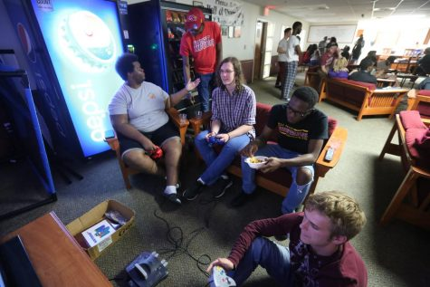 About 30 Pierce residents attend Throwback Game Night