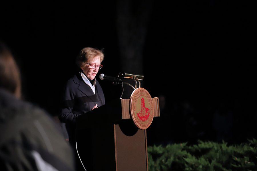 Dr.+Shipley+presents+opening+speech+at+Fantasy+of+Lights_web