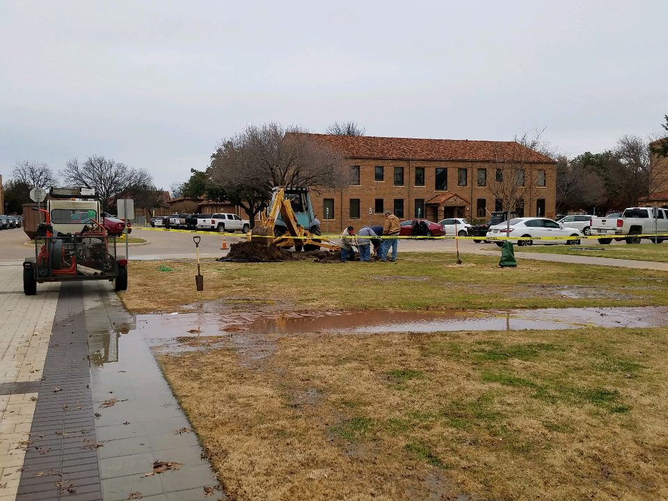 Construction+being+done+to+fix+broken+water+pipe+outside+Clark+Student+Center