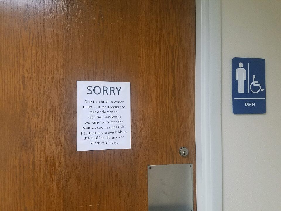 Sign+in+Clark+Student+Center+nearby+Maverick%27s+Corner+stating+restrooms+are+temporarily+closed+due+to+a+broken+water+pipe.