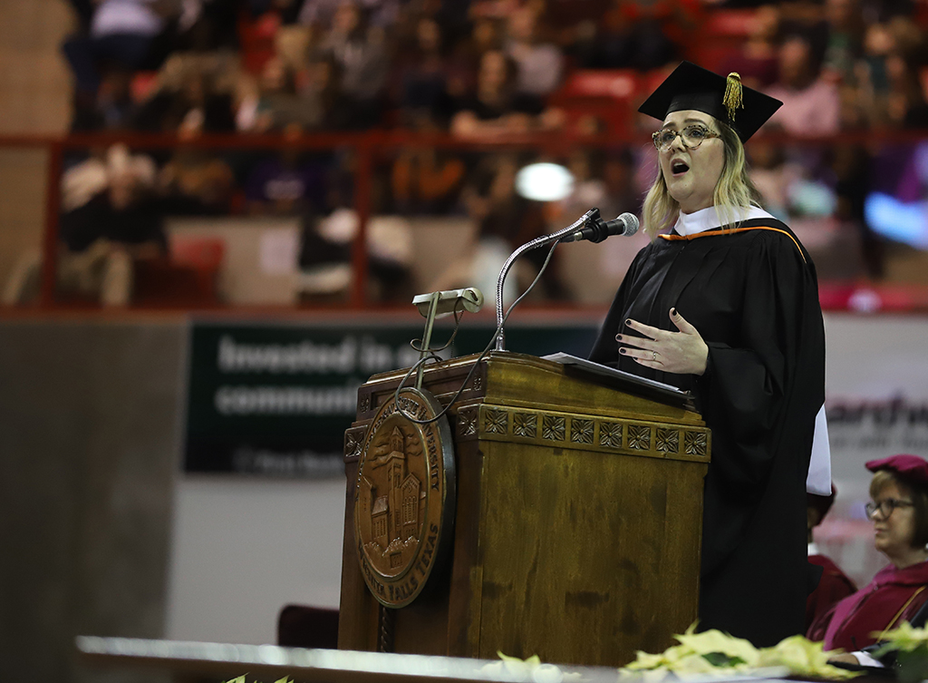 Valarie+McCubbins+speaks+to+graduates+as+she+gives+the+commencement+speech+to+begin+the+graduation+ceremony+on+Dec.+15.