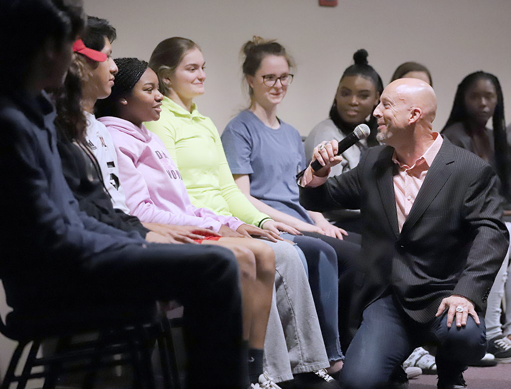 Hypnostist Erick Känd gets to know his volunteers at the hypnosis event hosted by UPB. Jan 15. Photo by Bridget Reilly