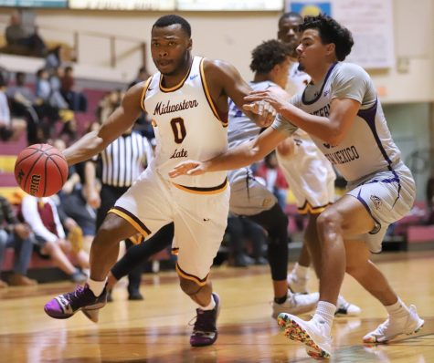 First Half Lifts Men's Basketball in Battle of the Mustangs