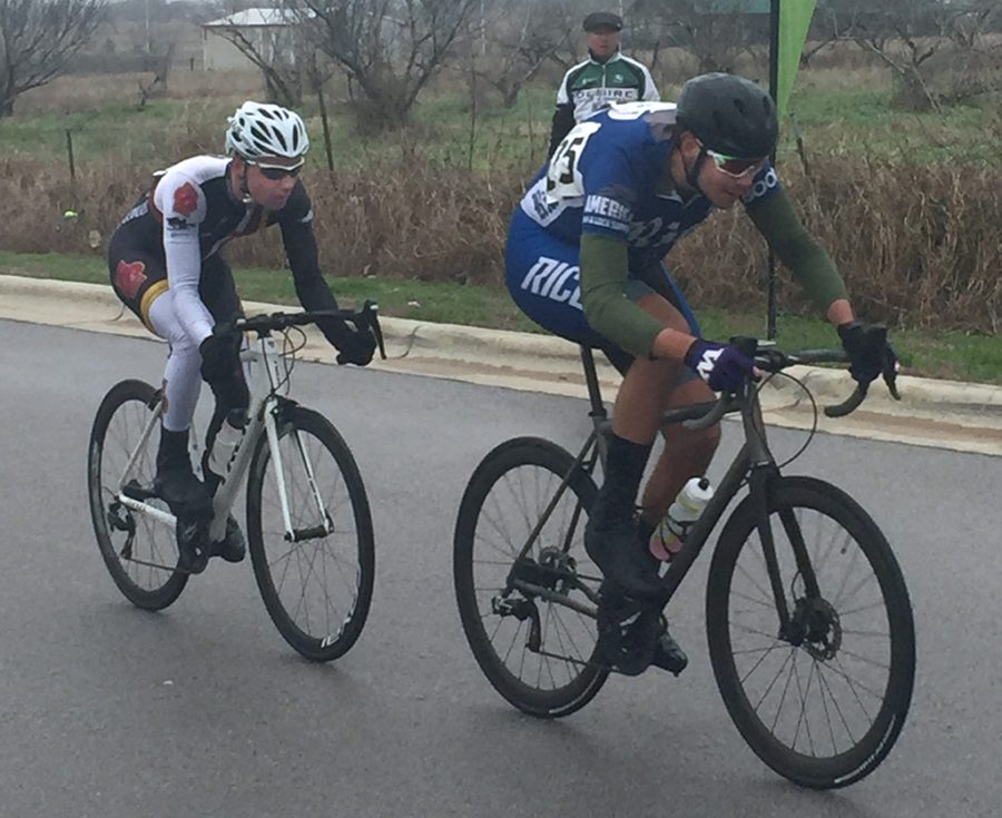 Morgan Ballesteros (left), physics sophomore, drafts behind rival during men's 'B' criterium in San Marcos. Photo by Sharome Burton. Feb. 10.