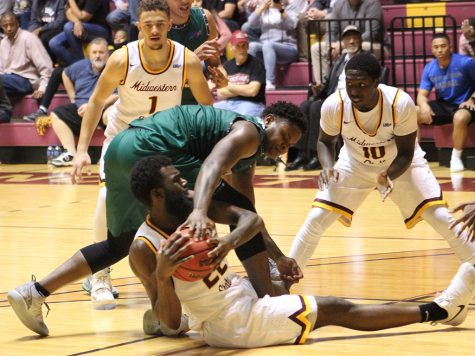 Last-second 3-pointer sinks men's basketball to another loss