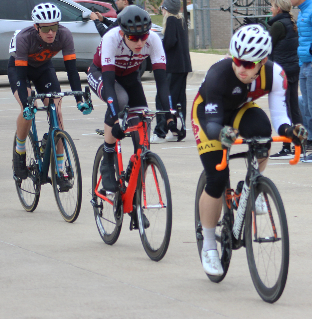 Zach+Gregg%2C+exercise+physiology+graduate+holds+onto+lead+during+men%27s+%27A%27+criterium+in+College+Station.+Photo+by+Sharome+Burton.+Feb.+16.