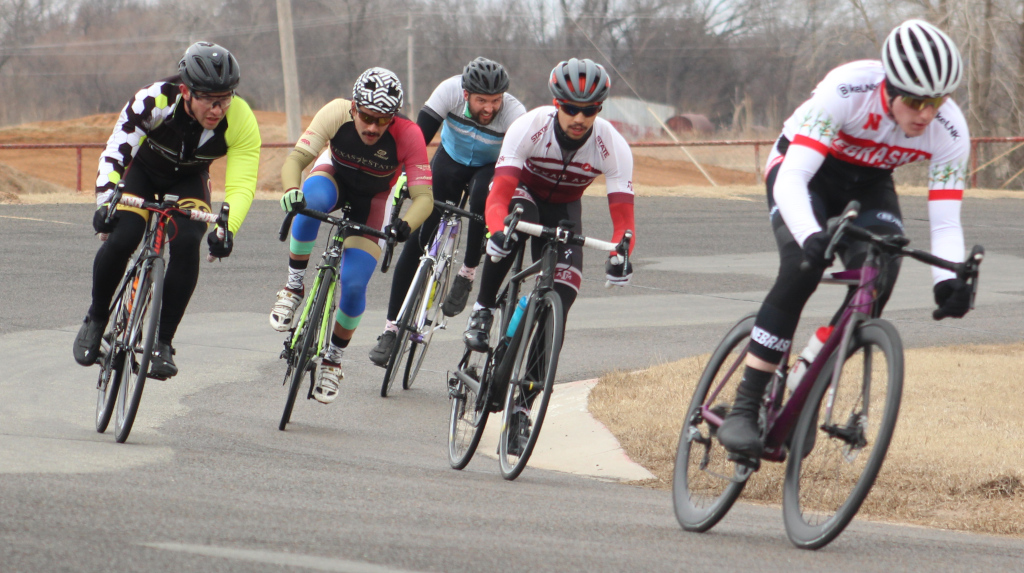 Ben+van+Winkle+%28left%29%2C+exercise+physiology+graduate+takes+a+corner+during+men%27s+%27B%27+criterium+race.+Photo+by+Sharome+Burton.+March+10.