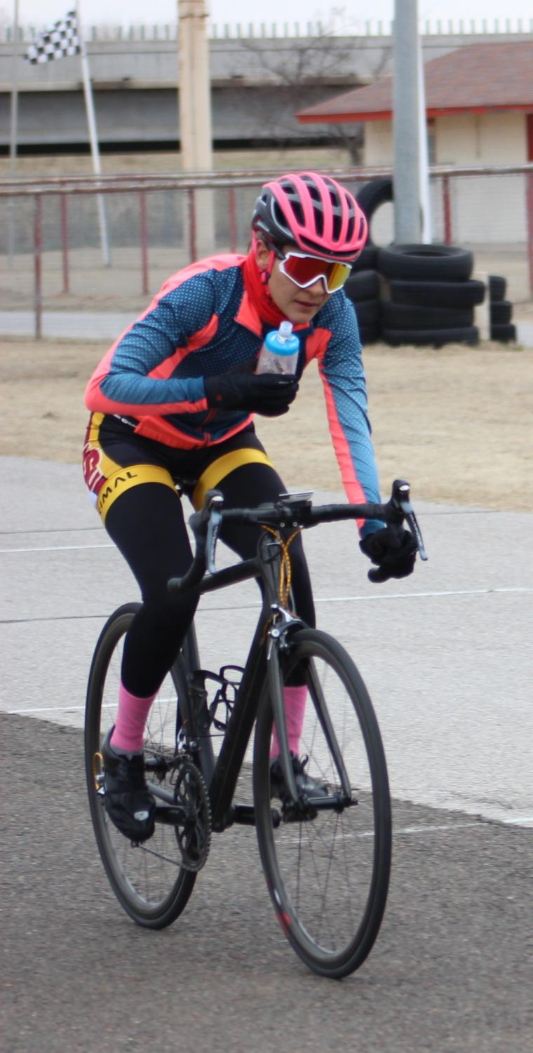 Brissia+Montalvo%2C+exercise+physiology+graduate+rehydrates+during+women%27s+%27A%27+criterium.+Photo+by+Sharome+Burton.+March+10.