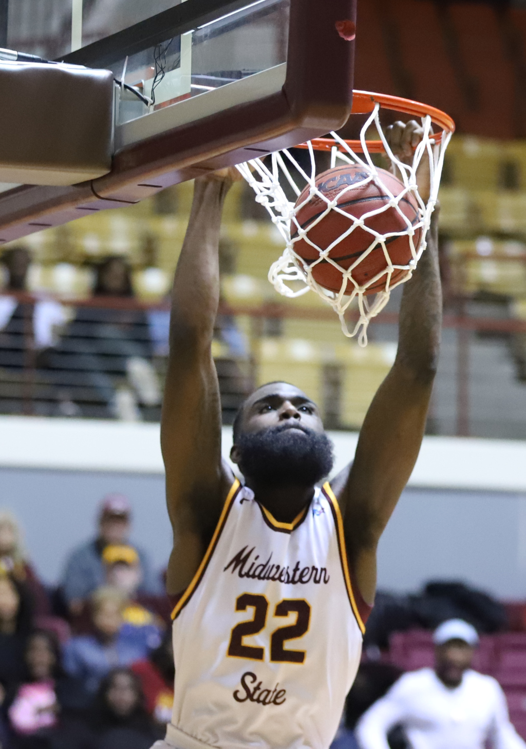 Gilbert+Thomas%2C+general+studies+junior+completes+first+dunk+against+Texas+A%26M+Kingsville.+Photo+by+Sharome+Burton.+March+2.
