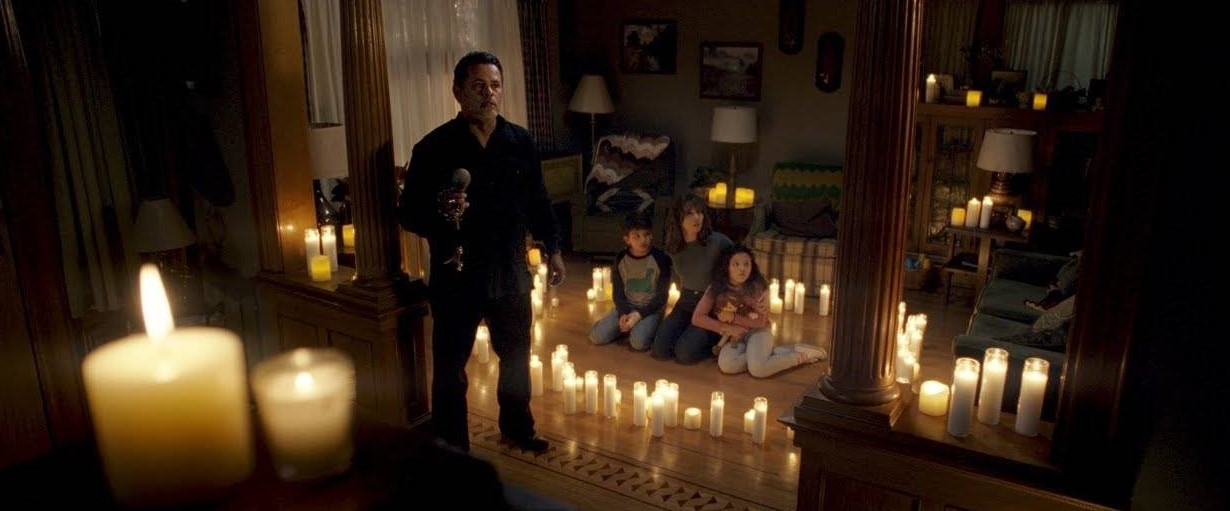 Raymond Cruz,Roman Christou, Linda Cardellini, and Jaynee-Lynne Kinchen in The Curse of La Llorona (2019). Photo curtesy IMDB