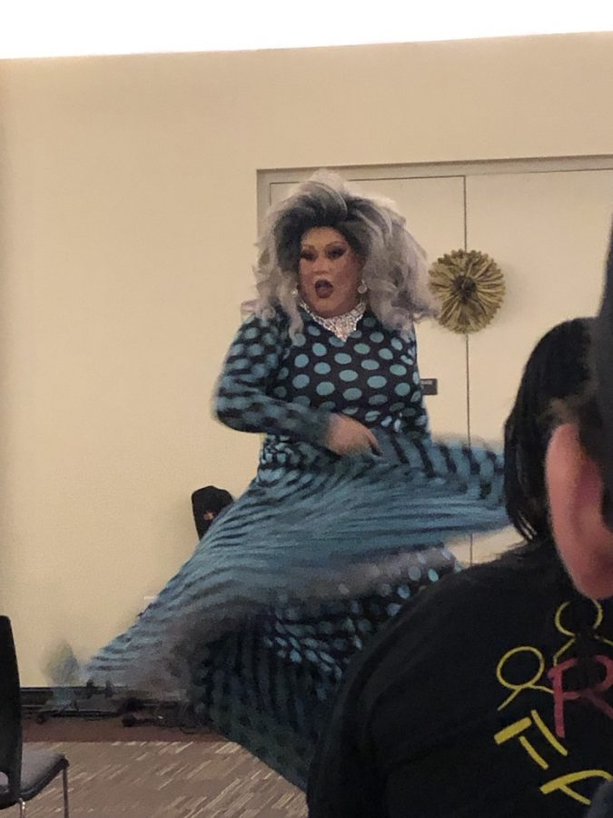 Drag Queen dancing