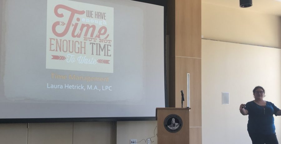Laura Hetrick opening the Time Management academic workshop.