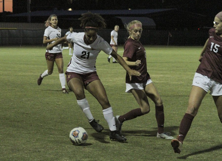 Kinesiology+senior+and+defender+Imani+Morlock+keeps+the+ball+away+from+opposing+players.+Oct+17.+Photo+by+Colin+Stevenson.